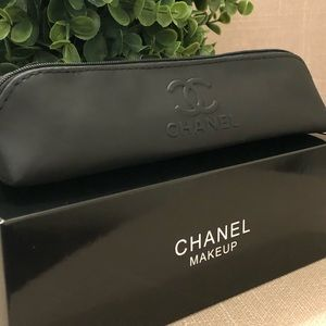 CHANEL black makeup brush case🎀 New in box